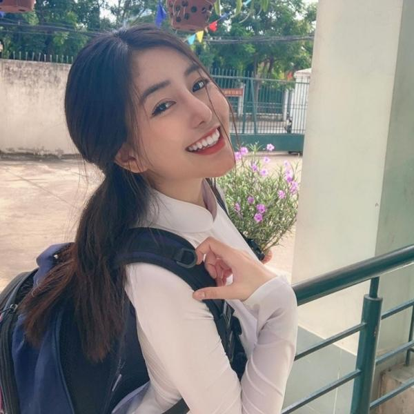 Thông báo đỗ tốt nghiệp nhưng không tiết lộ điểm, hot girl Võ Ngọc Trân bị nghi đạt điểm thấp nên xấu hổ-1
