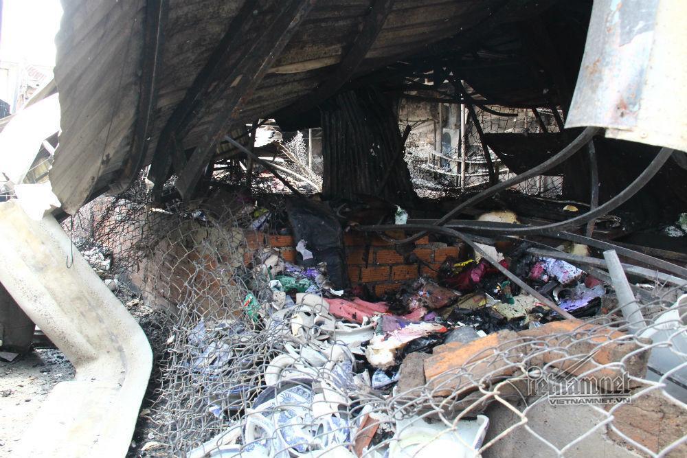 Hiện trường 45 ki ốt cháy thành tro, tiểu thương điêu đứng-4