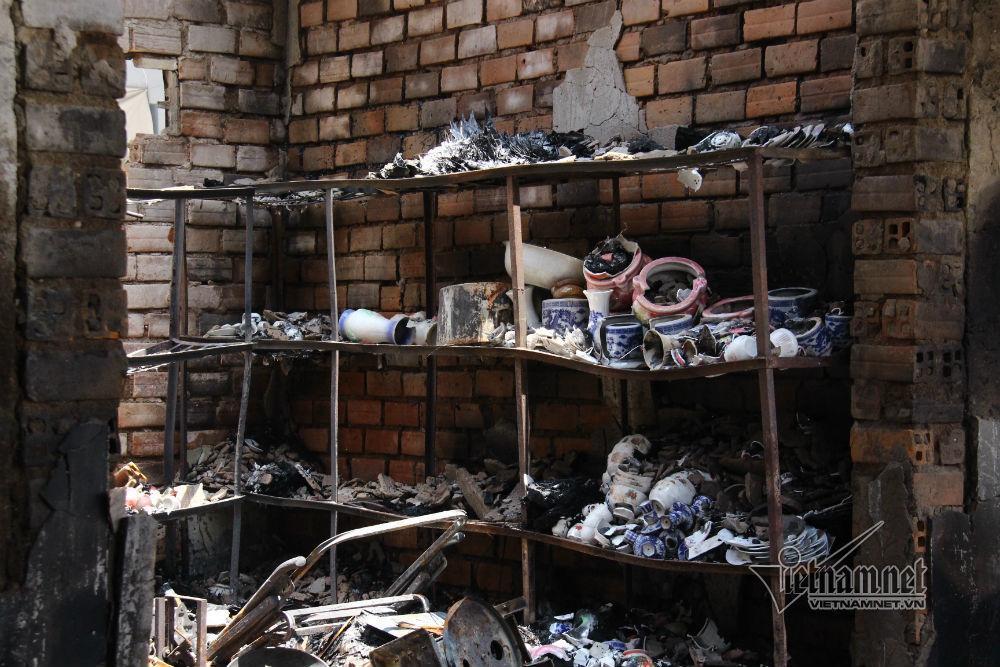 Hiện trường 45 ki ốt cháy thành tro, tiểu thương điêu đứng-6