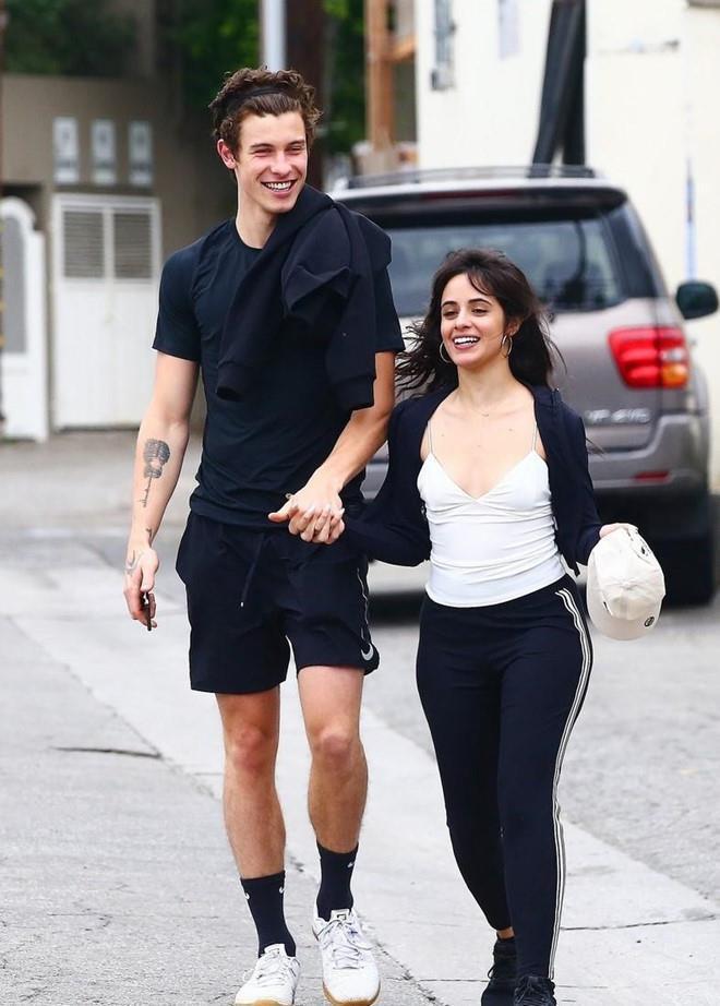 Shawn Mendes công khai hôn Camila say đắm dù khẳng định chỉ là bạn-7