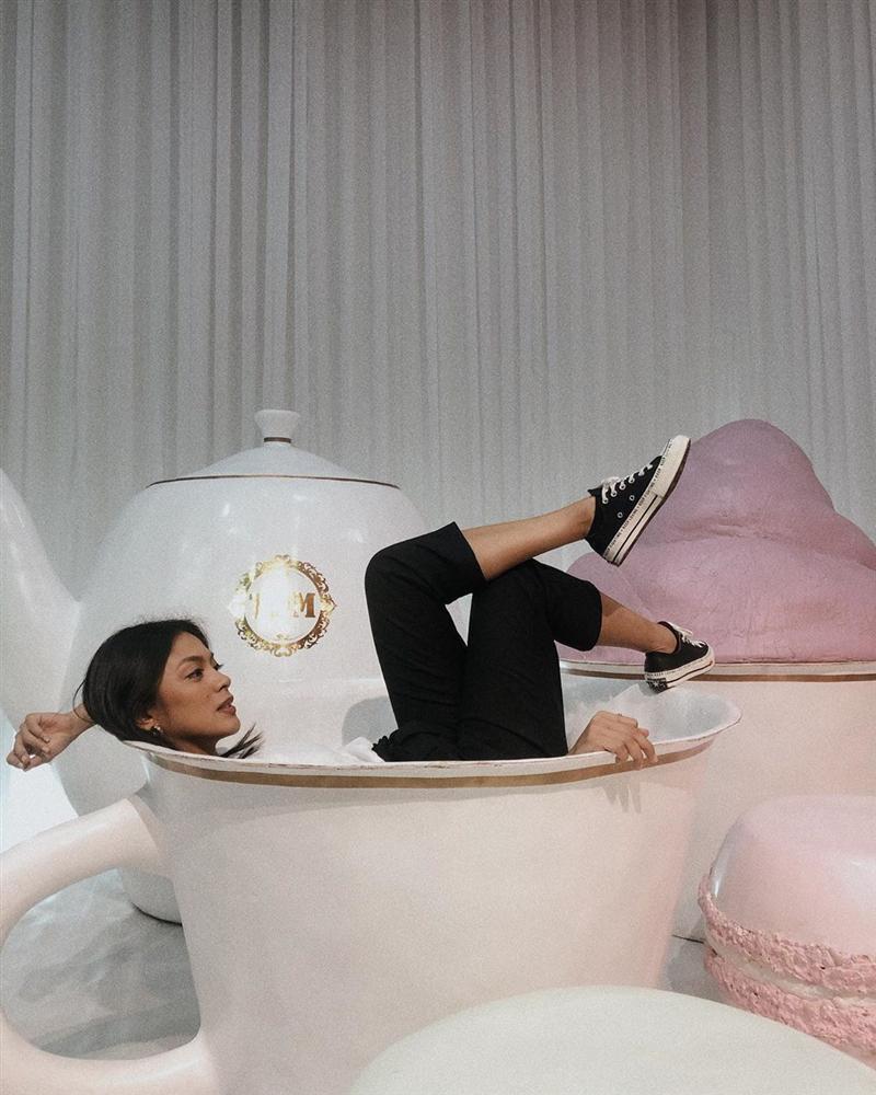 Bản tin Hoa hậu Hoàn vũ 14/7: HHen Niê gây shock với chiếc cằm nhọn xuyên thủng vạn vật ngang ngửa Minh Hằng-8