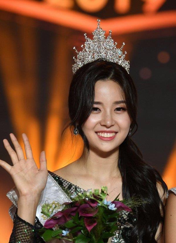 Hoa hậu Hàn Quốc bẽ bàng vì bị chỉ trích kịch liệt khi đăng quang-1
