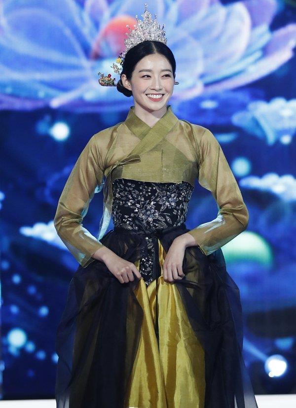 Hoa hậu Hàn Quốc bẽ bàng vì bị chỉ trích kịch liệt khi đăng quang-3