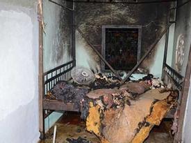 Người vợ ở Kiên Giang tưới xăng đốt chết chồng vì bị đánh