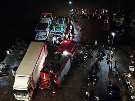Quảng Ninh: Bé trai 4 tuổi trượt chân rơi từ thuyền xuống biển, hàng trăm người tìm kiếm trong đêm