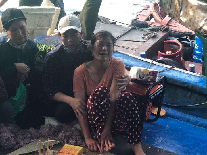 Tìm thấy thi thể bé trai 4 tuổi rơi xuống biển Hạ Long, bà và mẹ quỵ ngã-2