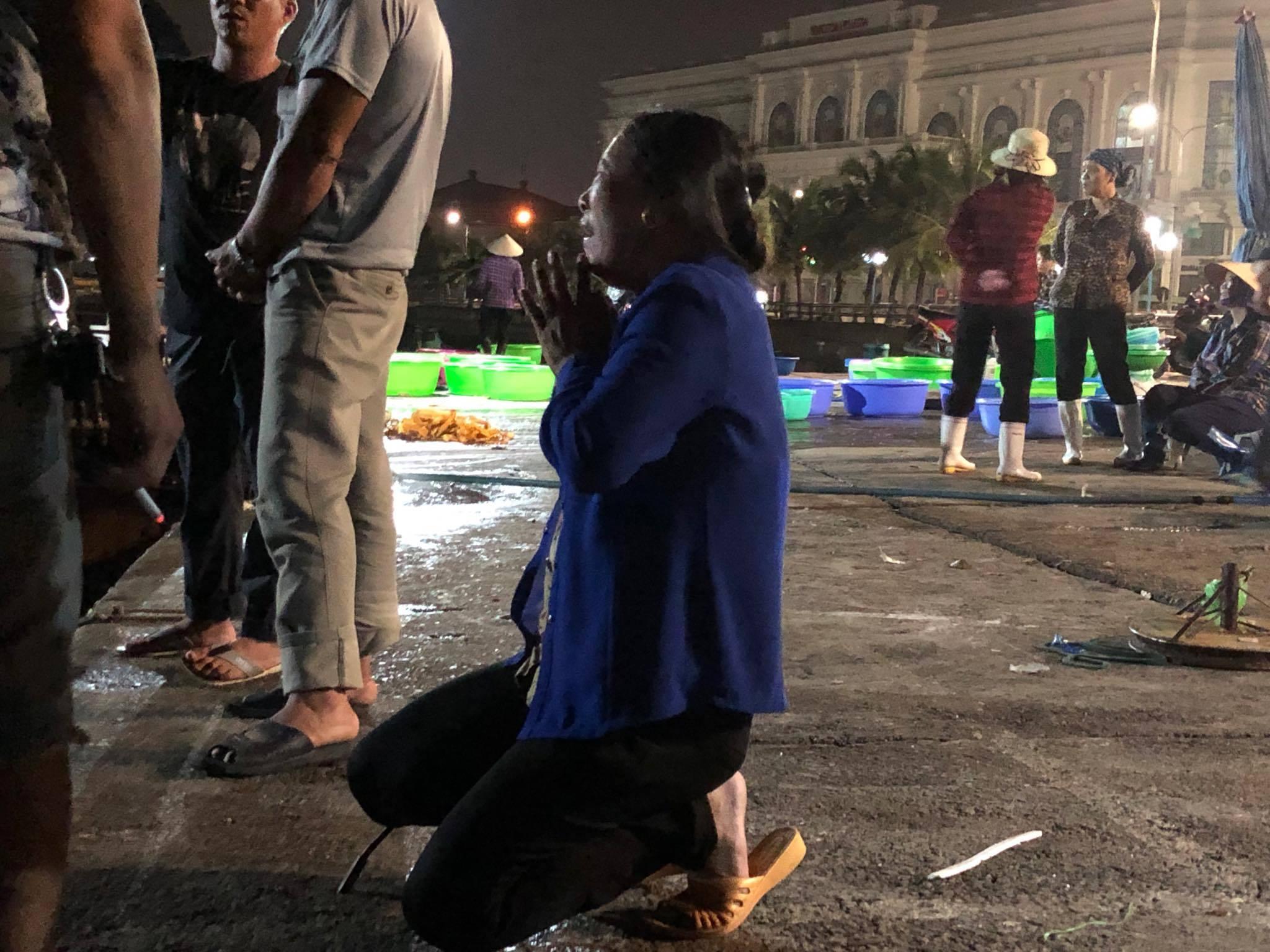 Tìm thấy thi thể bé trai 4 tuổi rơi xuống biển Hạ Long, bà và mẹ quỵ ngã-5