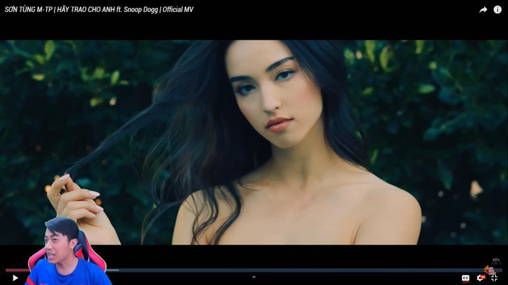 Bị ném đá không ngẩng được mặt khi làm clip reaction kém sang về MV của Sơn Tùng, phản ứng của Cris Phan gây bất ngờ-1