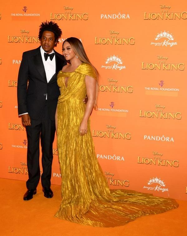 Diện đầm xẻ cao ngút ngàn, mỗi bước đi của Beyoncé lại khiến người nhìn thót tim lo Diva lộ hàng-3
