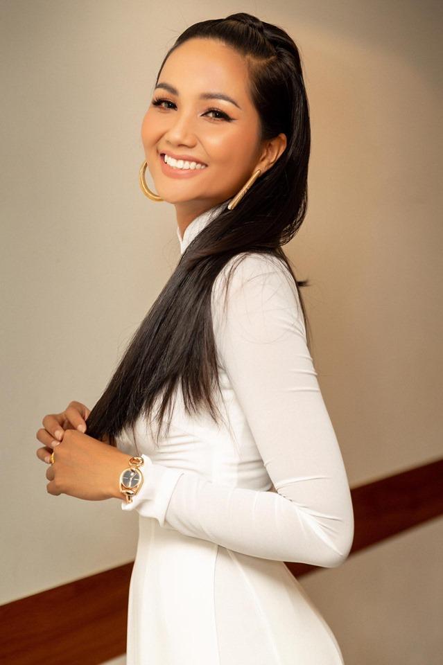 Sau kiểu tóc My Sói, hoa hậu HHen Niê lại khiến fan đắm đuối với hình ảnh nữ sinh suối tóc đen dài-4