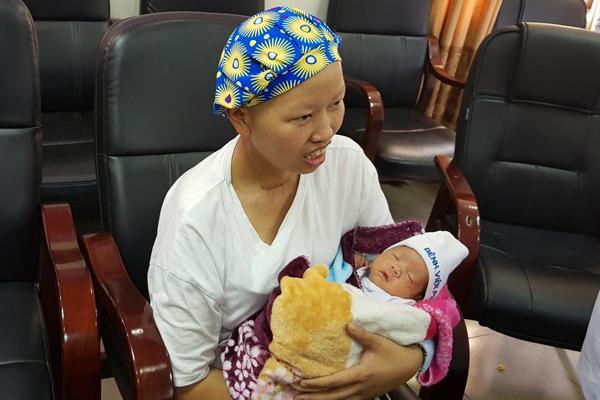 Bé Bình An bụ bẫm xuất viện, mẹ hồi phục diệu kỳ-5