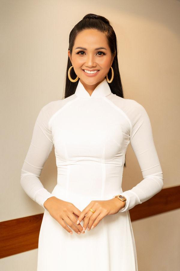 Sau kiểu tóc My Sói, hoa hậu HHen Niê lại khiến fan đắm đuối với hình ảnh nữ sinh suối tóc đen dài-6