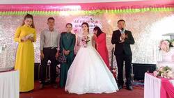 Đám cưới 'nhiều nước mắt nhất', ai đến cũng thương cô dâu vì chỉ có 1 mình trên lễ đường, chú rể còn chưa về kịp