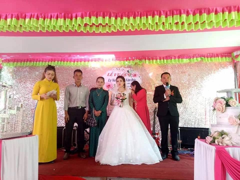 Đám cưới nhiều nước mắt nhất, ai đến cũng thương cô dâu vì chỉ có 1 mình trên lễ đường, chú rể còn chưa về kịp-2