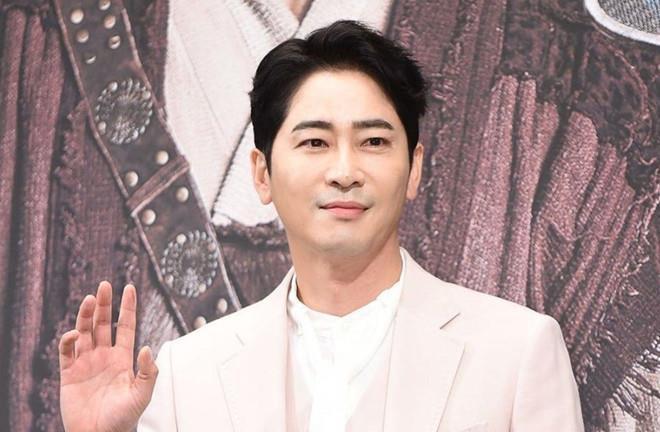 Nạn nhân bị Kang Ji Hwan cưỡng hiếp cố kêu cứu cảnh sát nhưng bất lực-2