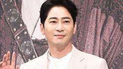 Nạn nhân bị Kang Ji Hwan cưỡng hiếp cố kêu cứu cảnh sát nhưng bất lực