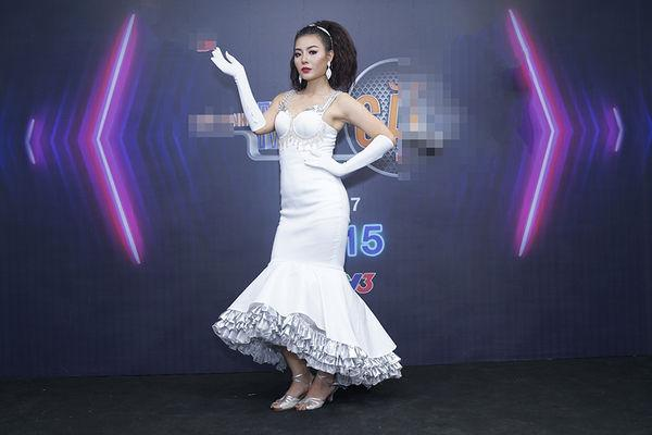 SAO MẶC XẤU: Mai Phương Thúy lộ nội y - MC Hoàng Oanh hóa lực sĩ - YaYa Trương Nhi mặc váy như đồ ngủ đi sự kiện-3