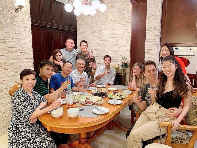 Vợ xinh của Đăng Khôi đi du lịch vẫn vào bếp làm món nhà giàu: Bất ngờ với mức giá-5