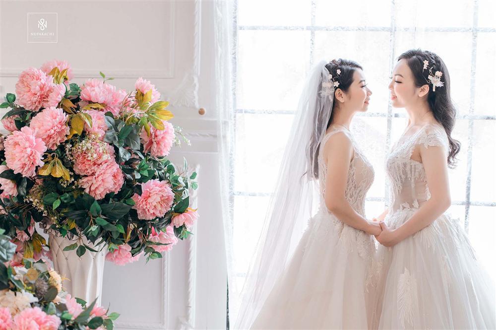 Bay từ Mỹ về Việt Nam gặp mặt đúng 3 lần, cặp đồng tính nữ xinh đẹp quyết định kết hôn trong hạnh phúc viên mãn-1