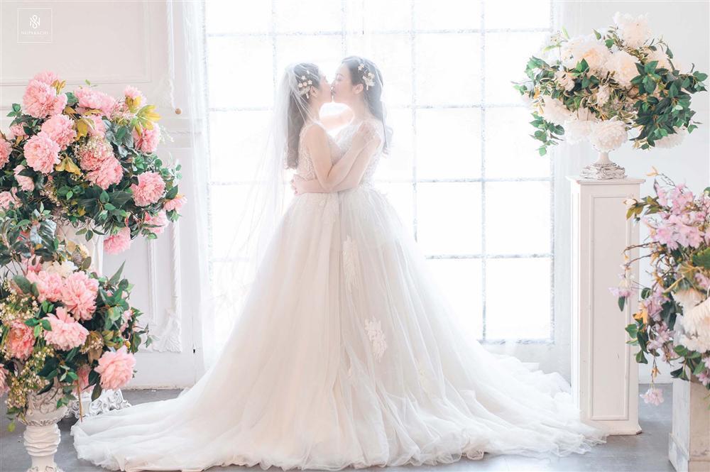 Bay từ Mỹ về Việt Nam gặp mặt đúng 3 lần, cặp đồng tính nữ xinh đẹp quyết định kết hôn trong hạnh phúc viên mãn-4