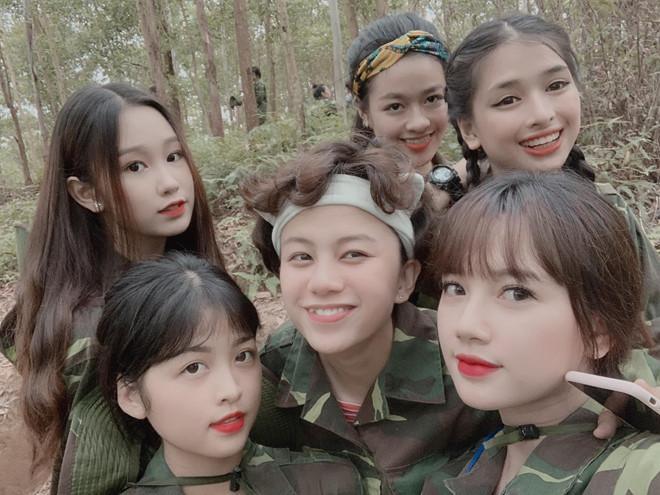 Đi tập quân sự, nữ sinh Hà Tĩnh bỗng chiếm spotlight vì ngoại hình đẹp xuất sắc-1