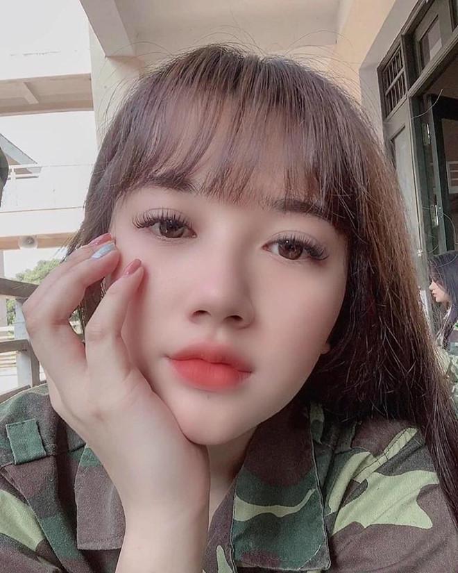 Đi tập quân sự, nữ sinh Hà Tĩnh bỗng chiếm spotlight vì ngoại hình đẹp xuất sắc-3