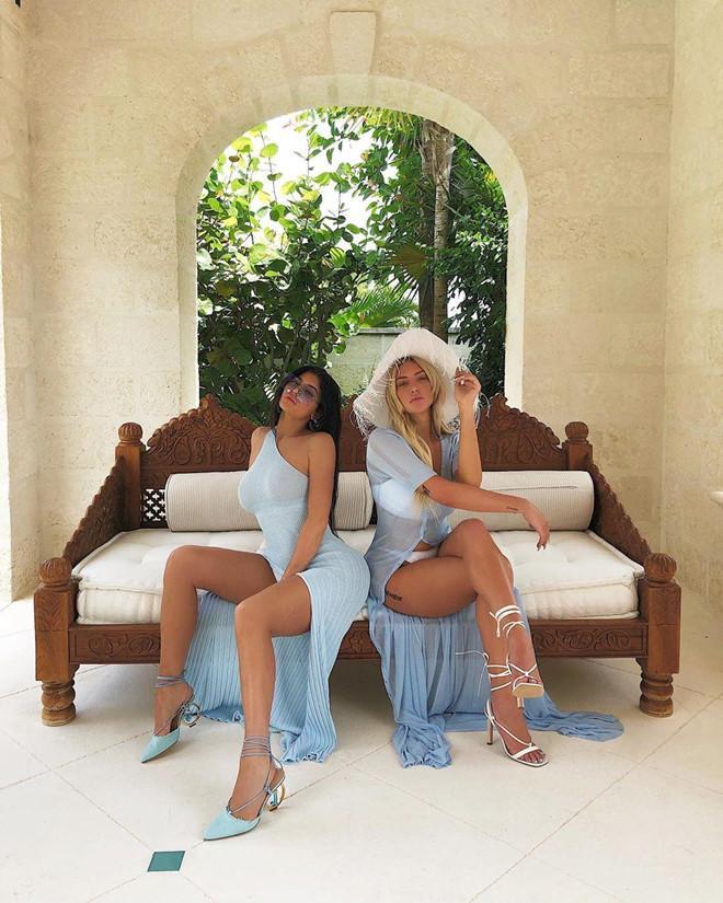 Nữ tỷ phú Kylie Jenner bị chê cười sau khi đăng ảnh khỏa thân-2