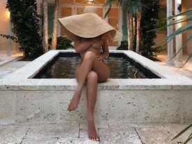 Nữ tỷ phú Kylie Jenner bị chê cười sau khi đăng ảnh khỏa thân