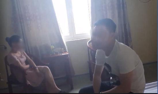 Chồng bắt quả tang vợ vào nhà nghỉ với em trai xã hội, vẫn cãi Chẳng có gì cả, vào đây ngắm cảnh-1