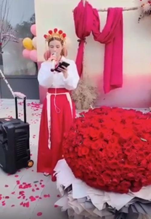 Mặc trang phục cô dâu tỏ tình bạn thân 9 năm, cô gái bị từ chối phũ-1