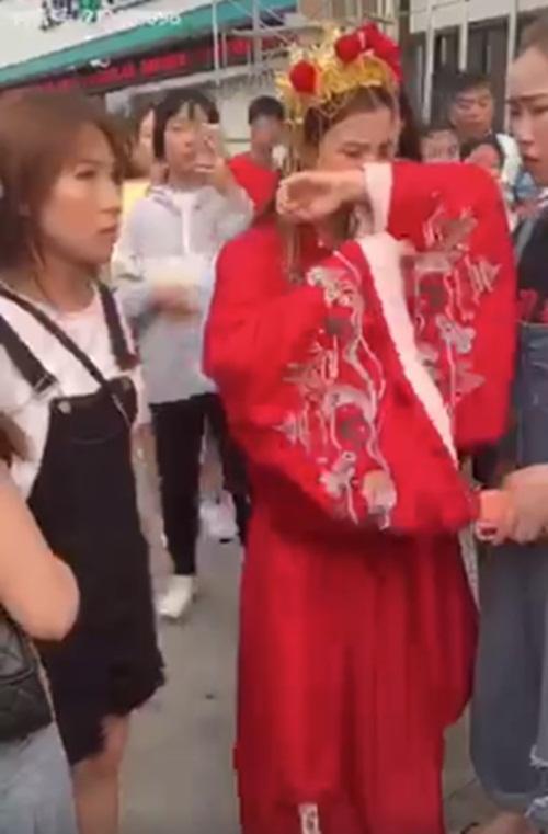 Mặc trang phục cô dâu tỏ tình bạn thân 9 năm, cô gái bị từ chối phũ-4