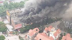 Clip: Ngọn lửa ngùn ngụt thiêu cháy hàng chục căn biệt thự liền kề ở Thiên Đường Bảo Sơn