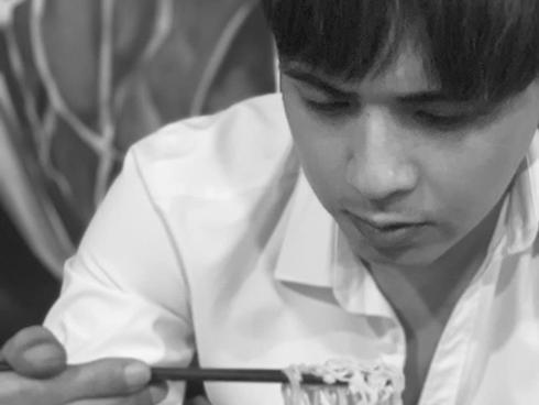 Tin sao Việt: Hồ Quang Hiếu cầu cứu cư dân mạng vì làm đẹp
