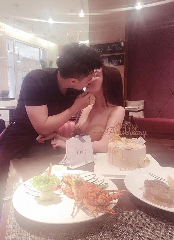 Nữ giảng viên từng hủy hôn với con trai nghệ sĩ Hương Dung khoe ảnh kỷ niệm 6 tháng yêu nhau cực tình bên bạn trai hotboy-3