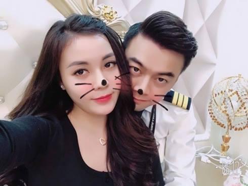 Nữ giảng viên từng hủy hôn với con trai nghệ sĩ Hương Dung khoe ảnh kỷ niệm 6 tháng yêu nhau cực tình bên bạn trai hotboy-1