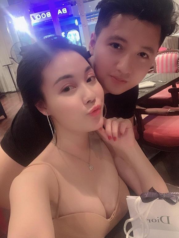 Nữ giảng viên từng hủy hôn với con trai nghệ sĩ Hương Dung khoe ảnh kỷ niệm 6 tháng yêu nhau cực tình bên bạn trai hotboy-5