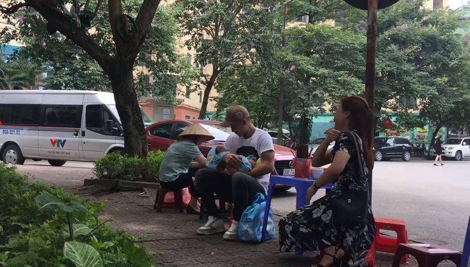 Về Nhà Đi Con lộ clip hot: Dũng nhận là bố cu Bon, ân cần chăm sóc mẹ con Thư-2