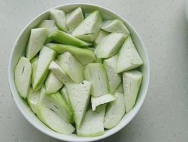 Khi xào mướp, thêm một bước này món ăn không bao giờ bị thâm đen