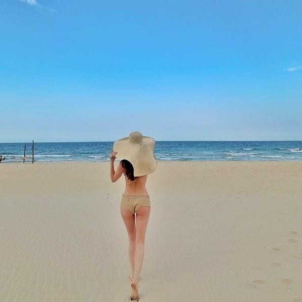 Sáng ra đã thử thách mắt người nhìn: Hồ Ngọc Hà mặc bikini hay khỏa thân trong phòng đây?-5