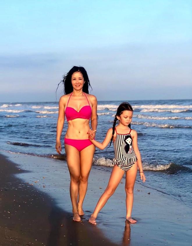 Mỹ nhân Việt tuổi U40, U50 vẫn tự tin khoe dáng gợi cảm với đồ bơi-3