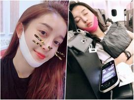 Huyền My lên máy bay cũng đeo mặt nạ V-line để tạo cằm thon
