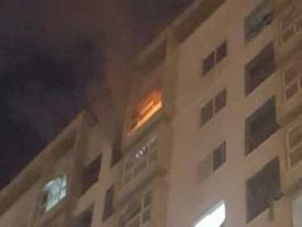 Thắp hương cúng rằm làm chung cư ở Đà Nẵng bốc cháy ngùn ngụt, người dân chạy toán loạn trong đêm