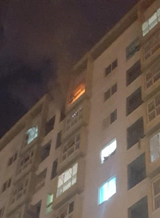 Thắp hương cúng rằm làm chung cư ở Đà Nẵng bốc cháy ngùn ngụt, người dân chạy toán loạn trong đêm-1