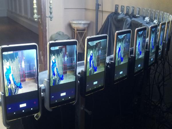 Khánh Linh The Face 'thần thái chuyển động' cùng 24 điện thoại Nokia-2