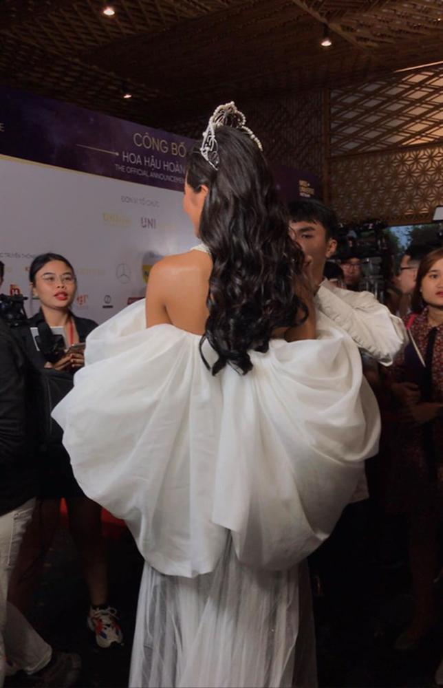 HHen Niê lại gây ngỡ ngàng với trang phục trên công chúa, dưới kỵ sĩ khi công bố cuộc thi Hoa hậu Hoàn vũ 2019-8