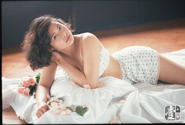 Hoa hậu phim nóng Hong Kong đổi đời lấy đại gia, 20 năm sau nhìn con gái mà ngỡ ngàng-1