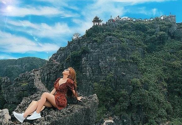 Diện bikini, bạn gái Quang Hải gây tranh cãi vì hớ hênh vòng 3 khi chiếc áo choàng bất ngờ phản chủ-5