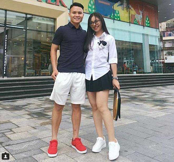 Diện bikini, bạn gái Quang Hải gây tranh cãi vì hớ hênh vòng 3 khi chiếc áo choàng bất ngờ phản chủ-1