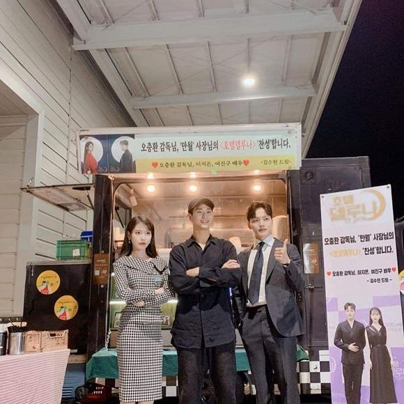 Kim Soo Hyun chứng tỏ: Mặt đẹp dáng cao, đi dép lê cũng vẫn lãng tử-1