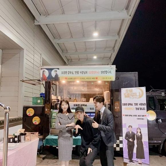 Kim Soo Hyun chứng tỏ: Mặt đẹp dáng cao, đi dép lê cũng vẫn lãng tử-2